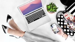 Bloomingdales-ecommerce-employee-work-Internet-social-media-mobile-465-320.jpeg