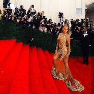 Beyoncé arriving at the Met Gala in 2015