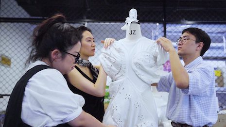 Caroline Hu, a designer who participated in 2020 Shan Future Forum, is known for practicing the principles of circular economy through raw material collection, clothing designs, and resource planning. Image credit: Yehyehyeh